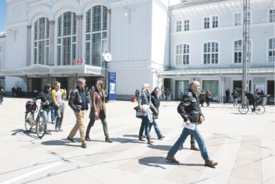 Die Überleben-Tour startet immer am Bahnhofsvorplatz in Salzburg.